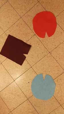 3 בדים צבעוניים על רצפה